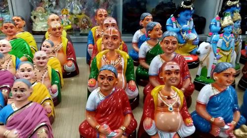 Những con búp bêThanjavur Thalaiyatti Bommai - búp bê có khả năng lắc đầu. Ảnh: Youtube.