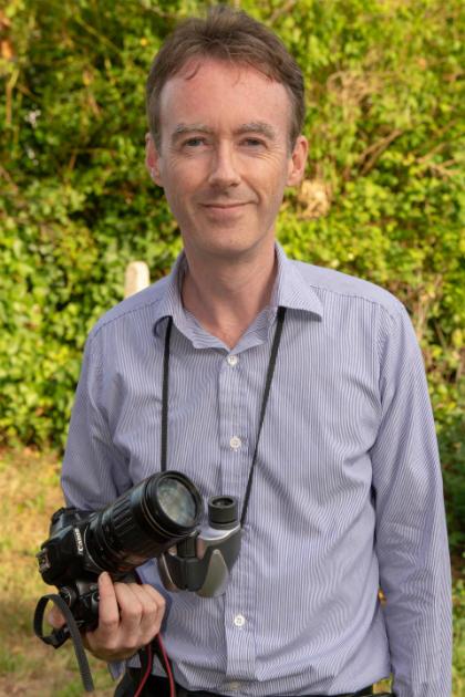 Thực tế công việc của Smith (ảnh)không liên quan nhiều đến đam mê vềđộng vật hoang dã, ông giữvị trí trưởngnhóm nghiên cứu và phân tích cho một cơ quan truyền thông về y tế tại Anh. Ảnh: SWNS.