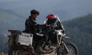 Tài tử Thái Lan phượt môtô phân khối lớn đến vùng cao Việt Nam