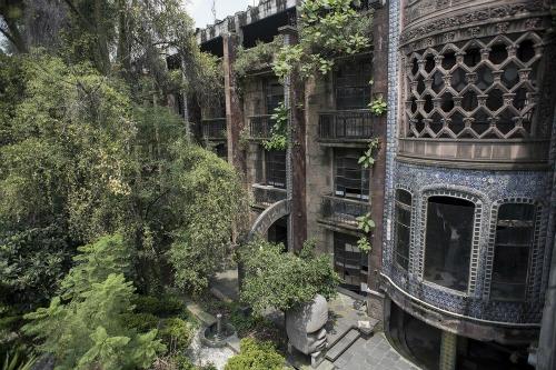 Khách sạn bỏ hoang này từng là niềm tự hào và hy vọng của người chủ. Ảnh: Canal del Misterio.