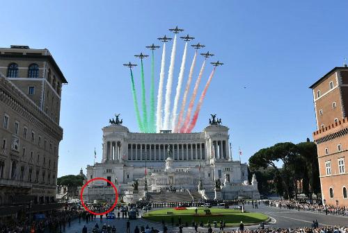 Đài phun nước nằm trước đài tưởng niệmAltare della Patria. Ảnh:Express Diet.
