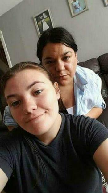 Cornelia Dalipe và con gái đã sốc khi nghe lý do chuyến bay bị hủy. Ảnh:Cornelia Dalipe.