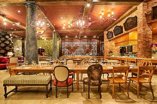 La Crique & Café Postal  triển lãm ẩm thực Tây Ban NhaĐược bài trí như một phòng triển lãm, thực khách đến với La Crique & Café Postal ngoài việc thích thú thưởng thức nghệ thuật ẩm thực Tây Ban Nha đúng điệu, được chế biến tinh xảo bởi đội ngũ đầu bếp kinh nghiệm, còn không khỏi phấn khích trước không gian đầy tính nghệ thuật nơi đây.