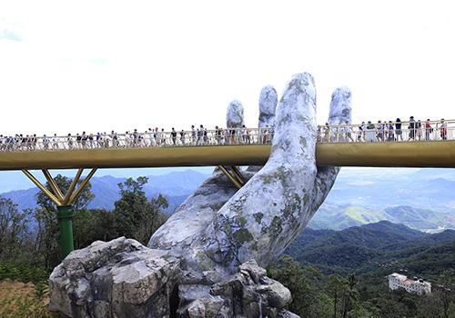 Một góc Cầu Vàng trên đỉnh núi Bà Nà. Ảnh: Nguyễn Đông.
