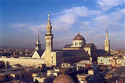 Syria là một quốc gia ở Tây Nam Á, nằm ở vị trí trung tâm của Trung Đông. Tên chính thức của nước này là Cộng hòa Arab Syria. Do vậy, ngôn ngữ chính thức là tiếng Arab, theoJustfunfacts.