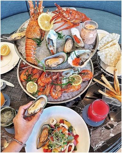 Tiệc buffet hải sản 5 sao mang tên Danang Seafood Night.