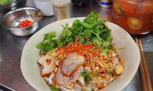 Quầy phở tíu trong ngõ nhỏ ở Hà Nội đông khách suốt 40 năm