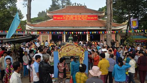 Quang cảnh lễ hội tại khu di tích Gò Tháp. Ảnh: dongthaptourism.