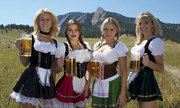 Người Đức 'phát ốm' vì du khách ngày càng hở bạo ở lễ hội bia