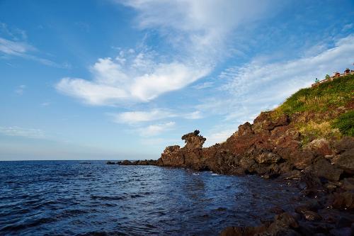 Rặng đá đầu rồng trên đảo Jeju.