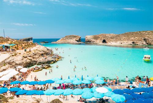 Đảo Comino của Malta có nhiều bãi tắm đẹp. Ảnh: Reisetips.
