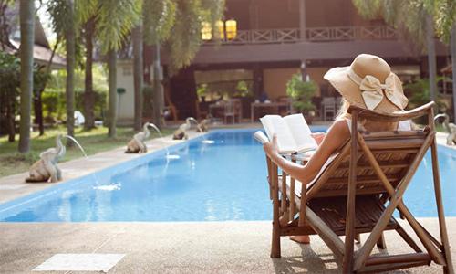Theo dõi giá phòng khách sạn thường xuyên sẽ giúp bạn có nơi nghỉ ưng ý, chi phí hợp lý. Ảnh: Cruise Port.