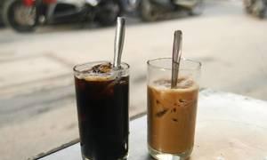 Tại sao khách Tây hay bị say cà phê Việt Nam?