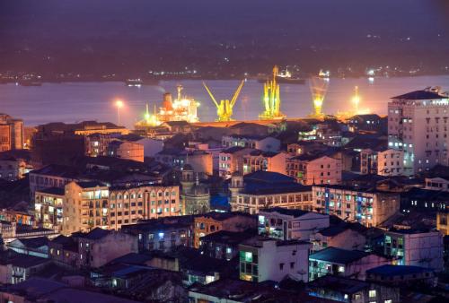 Thành phố Yangon lung linh về đêm: Ảnh:Travelheart.