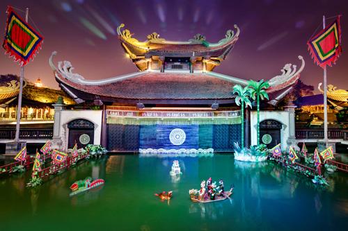 Các buổi biểu diễn múa rối nước được nhiều em nhỏ yêu thích. Ảnh: Hồng Giang.