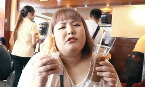 'Thánh ăn' Hàn Quốc lần đầu thử bánh mì và cà phê Sài Gòn