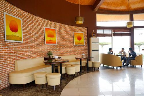 Vào năm 1986, vị trí quán cà phê hiện giờ là một nhà hàng ăn uống, giải khát, nơi người dân hay hẹn hò để uống bia và đặt tên là quán Gió. Sau nhiều lần đổi chủ và xây dựng lại, quán cà phê này được đặt theo cách gọi cũ để gợi nhớ kỷ niệm xưa.