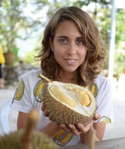 Gasik đã đi khắp đông nam á để ăn thử mọi loại sầu riêng. Ảnh: CNN.