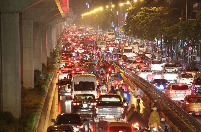 <p> <strong>Khách Tây nghĩ: </strong>Việt Nam ô nhiễm môi trường vì nơi đây có lượng xe máy lưu thông nhiều, giao thông thường bị tắc nghẽn. Ảnh: <em>Ngọc Thành</em>.</p>