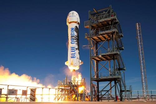 Bezos muốn biến giấc mơ thám hiểm vũ trụ không còn là chỉ dành riêng cho một số người. Ông muốn tạo ra những tour du lịch giá cả phải chăng, đủ để nhiều người có thể tham gia. Ảnh: Sun.