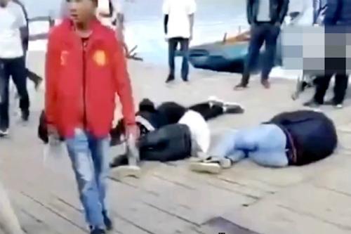 Cả du khách lẫn người dân địa phương bị thương sau cuộc hỗn chiến. Nguồn: SCMP.