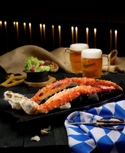 Khi gọi Combo King Crab nướng mộc, khách hàng sẽ được tặng 4 ly bia.