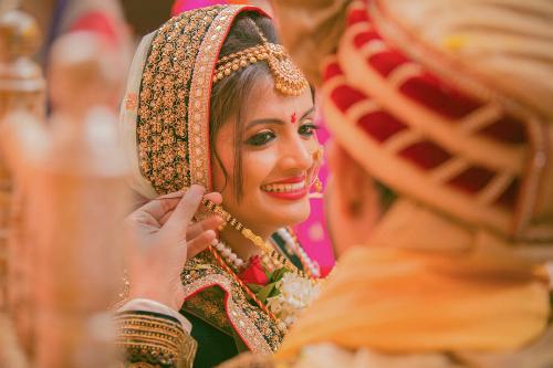 Cô dâu Ấn Độ trong trang phục truyền thống.