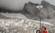Hàng triệu khách Trung Quốc đổ xô đi xem sông băng tan