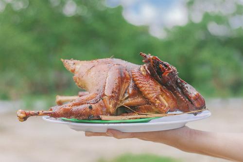 Món gà đốt trứ danh ở An Giang. Ảnh: Chấn Phong.