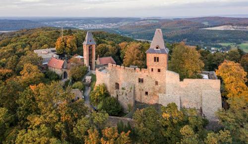 Lâu đài nổi tiếng nhìn từ trên cao. Ảnh: NatGeo.