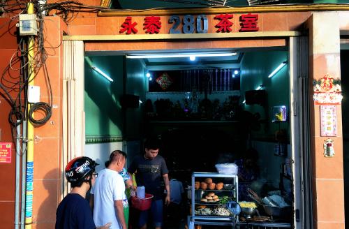 Quán ăn nằm ở mặt tiền đường Nguyễn Công Trứ, quận 1. Ảnh: Di Vỹ.
