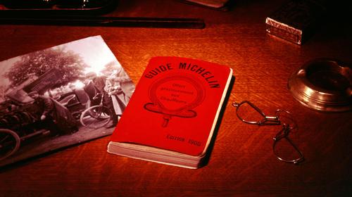 Cuốn cẩm nang du lịch của Michelin là đồng hành của người yêu thích ẩm thực.
