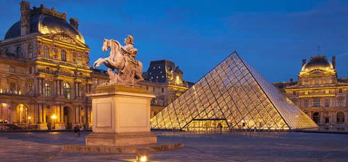 Bảo tàng Louvre mở cửa các ngày trong tuần, trừ thứ 3. Thời gian mở cửa từ 9h đến 18h, riêng thứ 4 và 6 mở đến 21h45. Ảnh: Thinglink.
