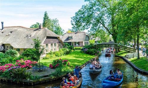 Thị trấn cổ tích 700 năm tuổi kỳ lạ ở Hà Lan