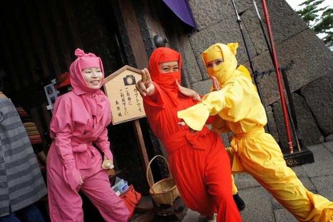 <p> Du khách tới thành Shimabara có cơ hội hóa trang thành Ninja hoặc Samura và thoải mái chụp ảnh kỷ niệm. Ảnh: <em>Feliciazoe</em>.</p>