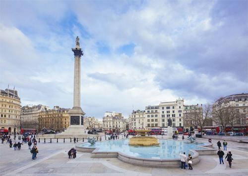 Mọi người không được phép cho bồ câu ở quảng trường Trafalgar ăn. Trafalgar được biết đến là nhà của hàng nghìn con bồ câu hoang. Du khách thường xuyên cho chúng ăn và chụp ảnh cùng. Song năm 2003, thị trưởng London, Ken Livingstone đã ra lệnh cấm cho ăn hoặc bán đồ ăn gần quảng trường.