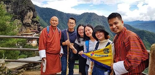 Đoàn khách Việt hành hương viếng Tu viện Tigers nest linh thiêng tại Bhutan.