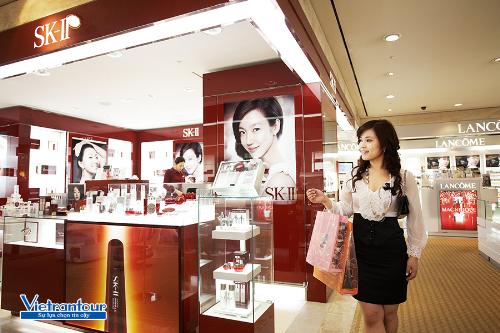 Đến Hàn Quốc vào mùa tuyết, bạn có cơ hội tậu hàng hiệu giá giảm đến 60%.