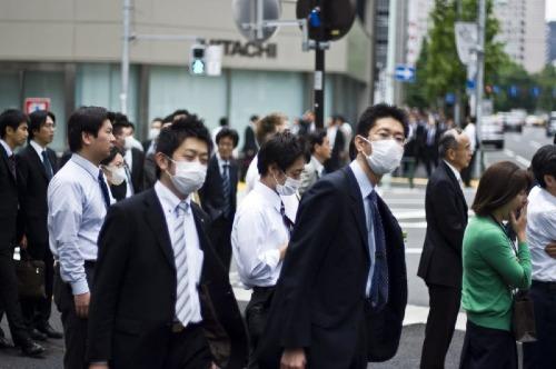 Khách nước ngoài lần đầu đến Nhật có thể mặc định người dân xứ sở mặt trời mọc đeo khẩu trang vì họ bị ốm, nhưng thực ra nguyên nhân phổ biến nhất là dị ứng.