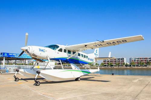 Sự phát triển ngành hàng không từ thập niên 90 đến nay là một trong những yếu tố thúc đẩy du lịch Việt Nam.