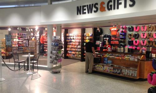 Hành khách không có cơ hội được mặc cả giá tại sân bay, và họ hoặc chấp nhận mua đồ ăn giá cao, hoặc nhịn đói. Ảnh: Flytalker.