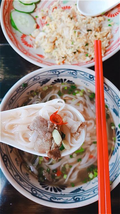 Phở tại đây được một số khách Việt đánh giá có hương vị gần giống như phở Hà Nội. Ảnh: Kiều Trang.