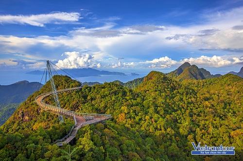 Cây cầu đi bộ Langkawi Skybridge là điểm ngắm phong cảnh ngoạn mục ở Langkawi