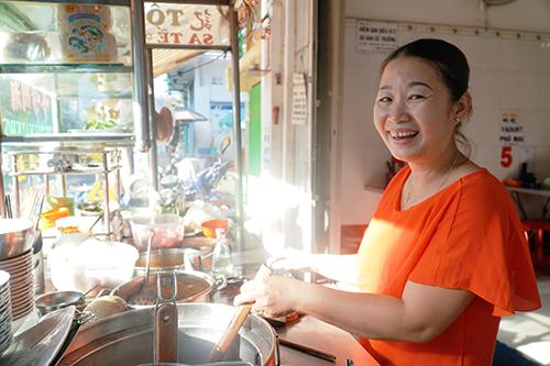 Chị Dung năm nay 47 tuổi, là con dâu của ông Vân. Ảnh: Di Vỹ.