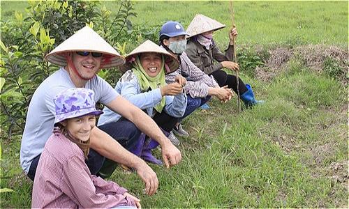 Chàng trai Singapore giúp người dân Việt Nam thêm thu nhập từ du khách