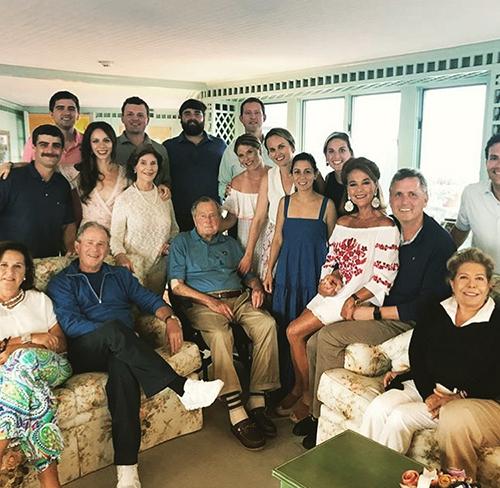Đại gia đình Bush thường xuyên quây quần trong các kỳ nghỉ. Ảnh: Jenna Bush Hager.