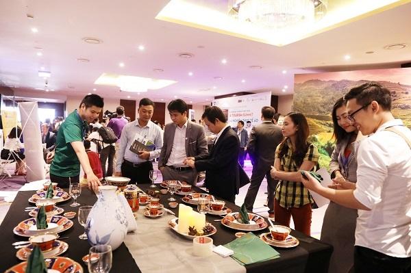 Gian hàng của Minh Long thu hút khách tham quan.