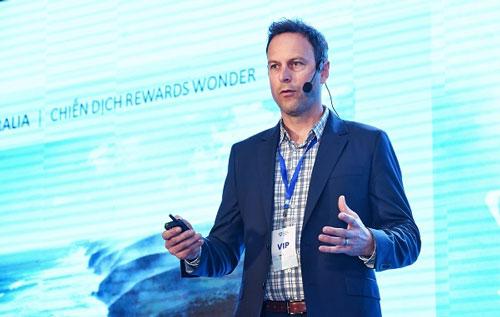 Ông Brent Hill, Giám đốc Marketing Hội đồng Nam Australia trình bày tham luận tại Diễn đàn Du lịch cấp cao 2018.