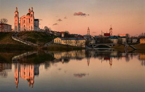 Không chỉ yêu bóng đá, anh còn có sở thích đi du lịch và chụp ảnh. Trên ảnh là thành phố  Vitebsk ởBelarus.Ảnh: Lonely Planet.