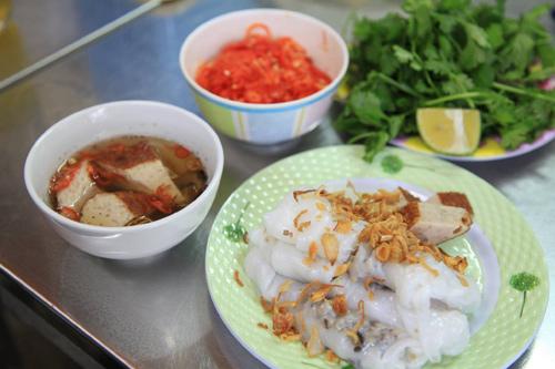 Giá một suất ăn dao động trong khoảng 20.000 - 40.000 đồng. Ảnh: Viet Nguyen.